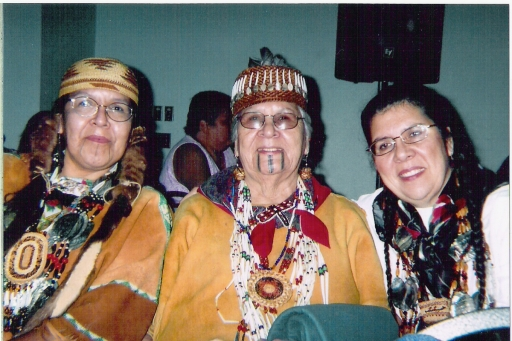 Agnes with daughters Nadine Martin and Mona Hudson, 2005